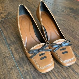 Cole Haan lace and bow leather heels 8.5